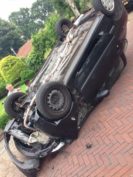zaterdag 16 juli - Auto over de kop in Boornbergum