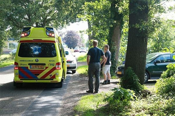 zondag 17 juli - Motorrijder gewond bij ongeval in Nij Beets