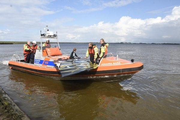 zondag 21 augustus - KNRM haalt surfer van Lauwersmeer