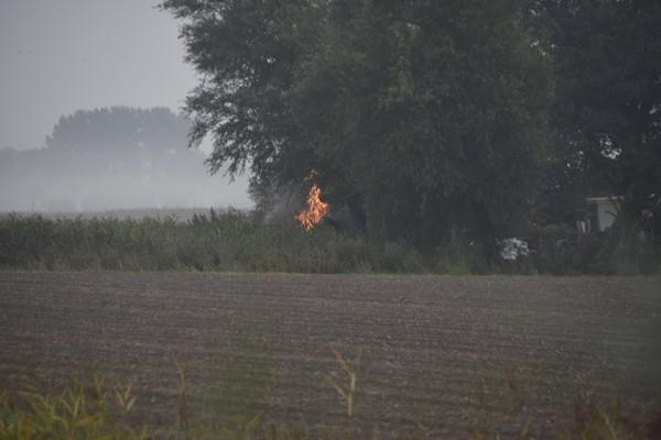 zaterdag 17 september - Brandweer blust buitenbrand in Ee