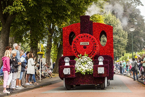 zaterdag 17 september - Bloemencorso bij 700 jaar Lippenhuizen