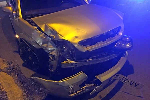 zondag 18 september - Auto's in botsing op rondweg Feanwâlden