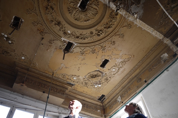 donderdag 22 september - Antiek stucplafond ontdekt in binnenstad