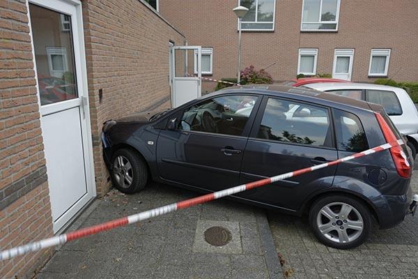 <i>20 uur geleden</i> - Parkeerpoging eindigt tegen muur