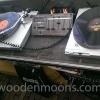24 augustus 2014 Surhuisterveen - De band Wooden Moons, draait nog ouderwets vynl platen. Voor de echte jaren 60&70 beleving.