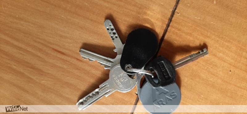 zaterdag 31 augustus - Sleutelbos met 4 sleutels en 2 sleutelhangers