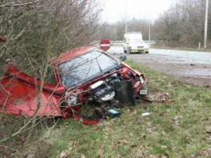 Auto total-loss op A7 bij  Drachten