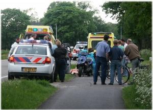 Botsing fietser / scooter Donkerbroek