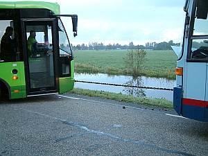Trekweg gestremd door bus