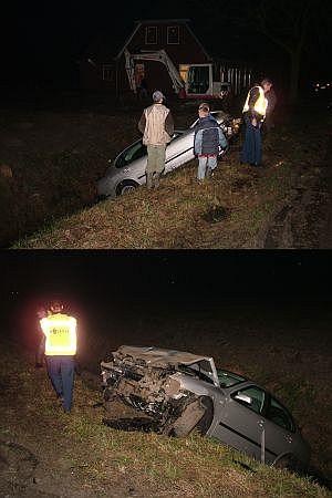 Auto in de sloot onder Ternaard