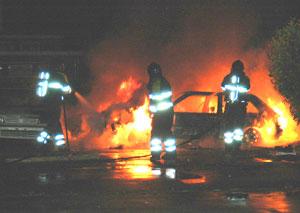 Opeinde: brandweer blust autobrand