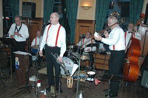 Pally Jazzband speelt in Smelnehûs