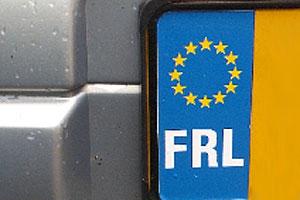 Echte Fries rijdt met FRL op kenteken