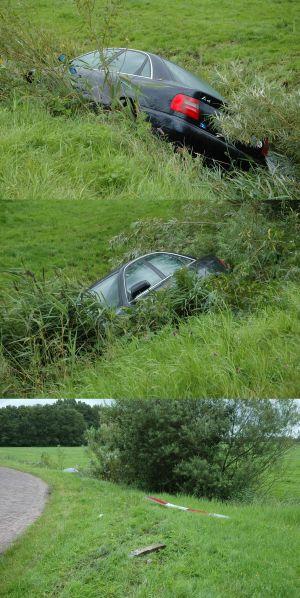 Auto in sloot  Zwagermieden