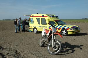 Motorcrosser gewond in weiland