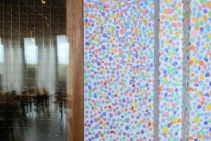 Pointillistische deuren in Kunstmaand