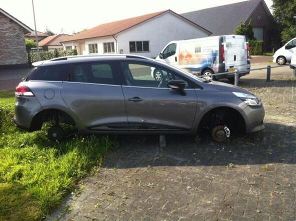 Velgen gestolen van auto's in Drachten