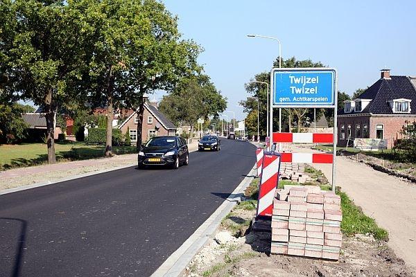 Hobbelweg in Twijzel krijgt nieuw asfalt