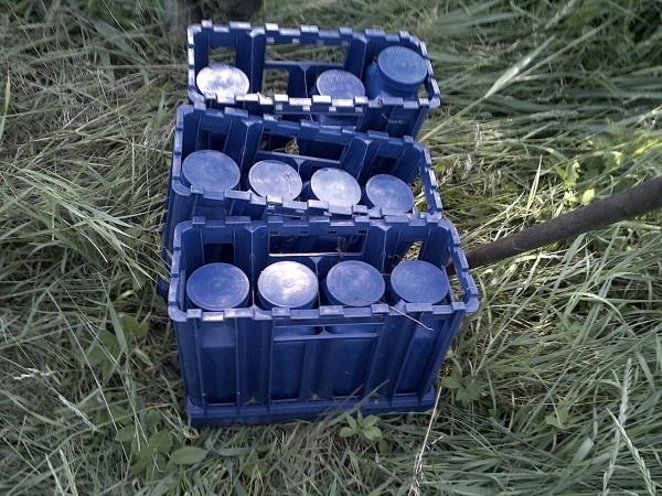 Flessen urine gedumpt langs het spoor