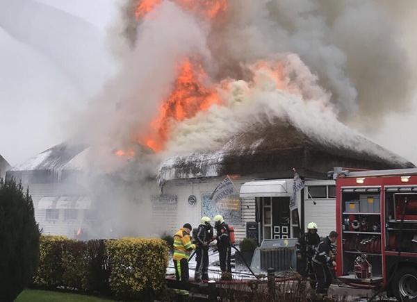 het theehuis in grou volledig uitgebrand