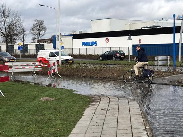 Fietspad afgesloten wegens wateroverlast