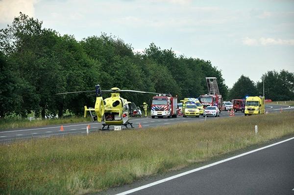Automobilist gewond na botsing met boom.