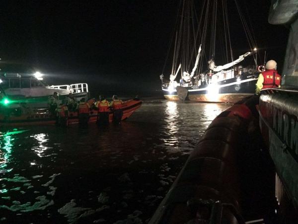 KNRM evacueert 18 personen van zeilschip