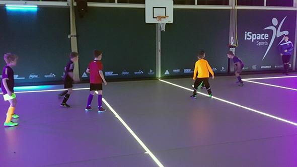 ONT jeugd traint in 'iSpace' sportzaal Opeinde