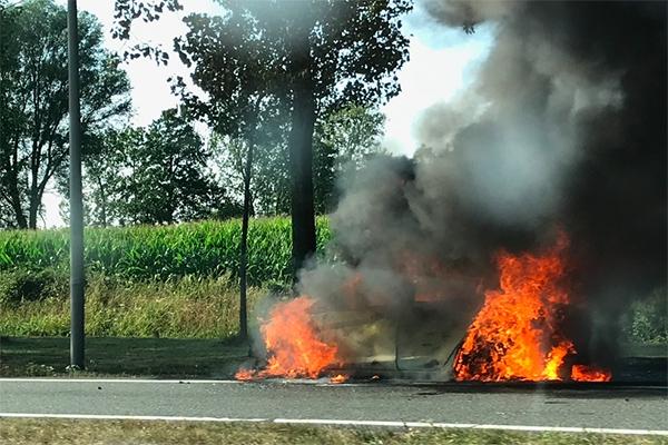Auto uitgebrand op A7