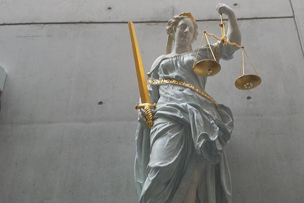 Reiki-therapeut voor de rechter voor verkrachting