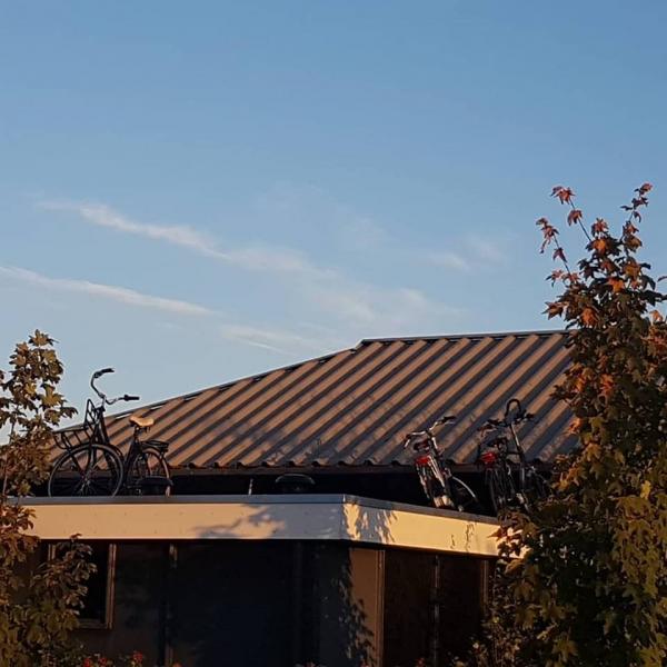 Quatrebras: fiets kwijt? Kijk op het dak...