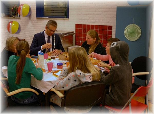 Burgemeester ontbijt bij OBS De Oerstek