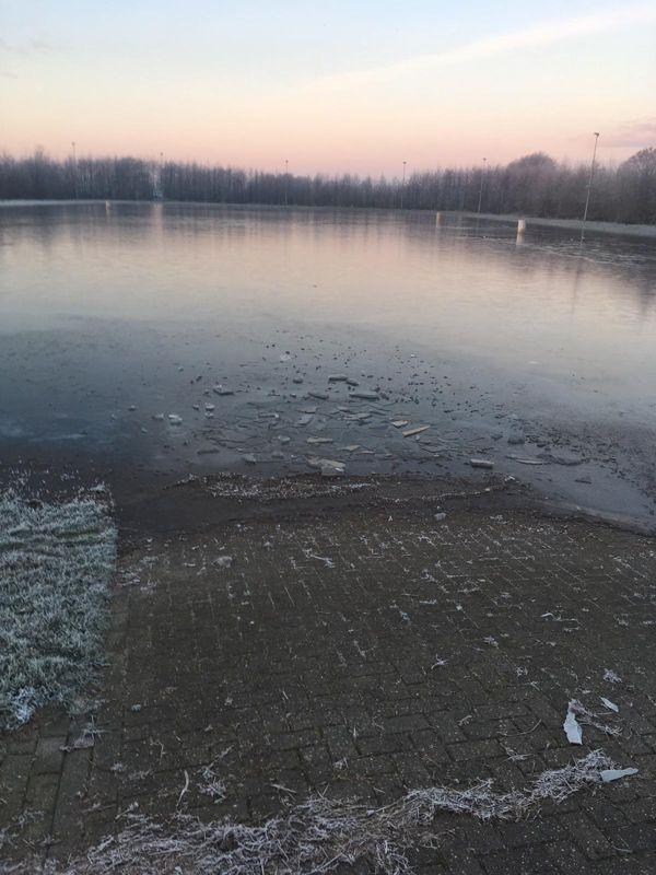 IJsbaan vernield in Surhuisterveen