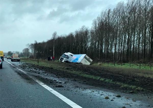 Ongeval met vrachtwagen: file op A7