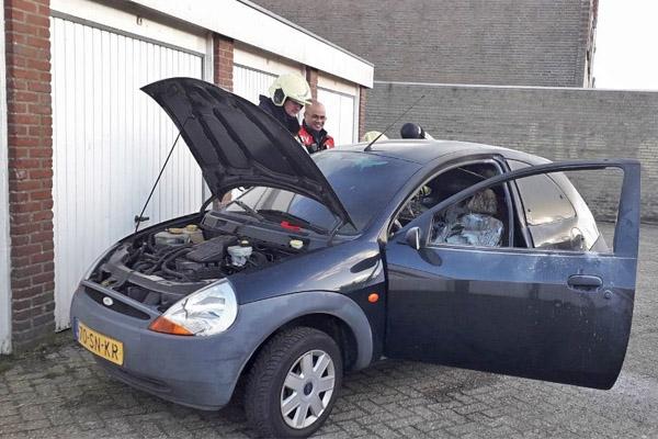 Auto uitgebrand aan de Bank in Drachten