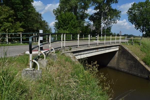 Oude brug te oud voor gebruik in Oudwoude