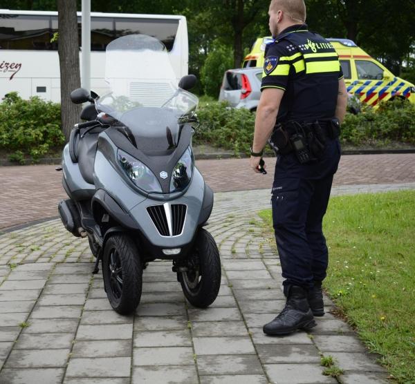 Motorscooter gaat onderuit in Drachten