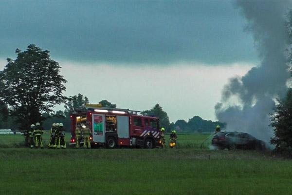 Auto brandt volledig uit in Langezwaag
