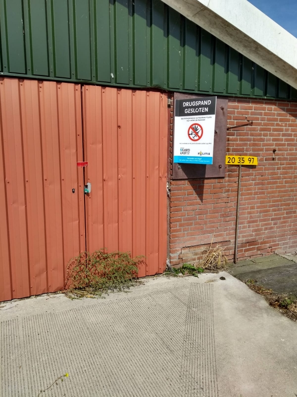 Burgemeester sluit loods in Jannum