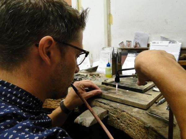 Dokkumer juwelier maakt ambtsketen gemeente