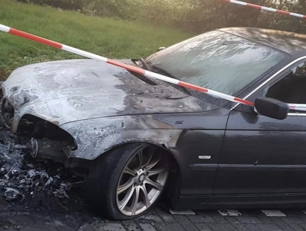BMW in brand gezet in Buitenpost