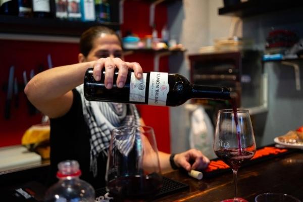 Met wijn voorproeven ben je nog geen vinoloog