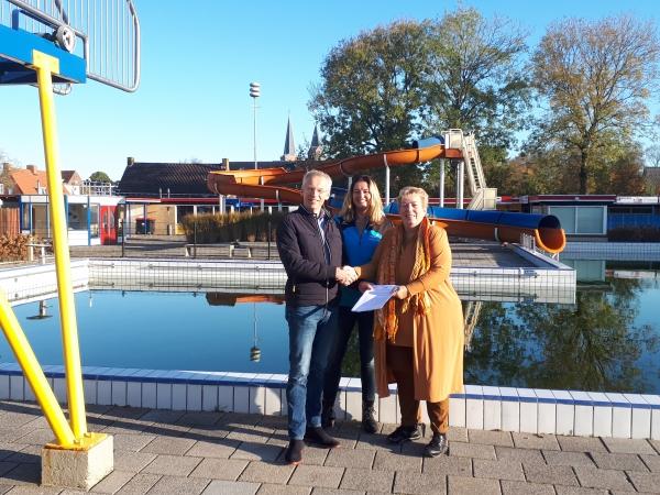 Nieuwe huurovereenkomst voor zwembad in Hallum