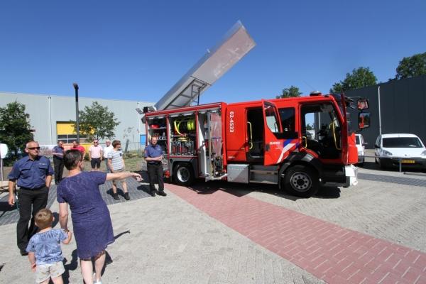 Brandweer neemt nieuwe tankautospuit in gebruik
