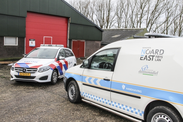 Burgemeester Kramer en politie sluiten drugspand