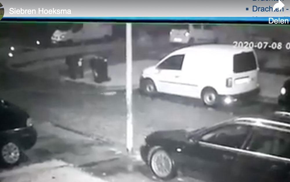 Steenmarter onder auto op video gezet