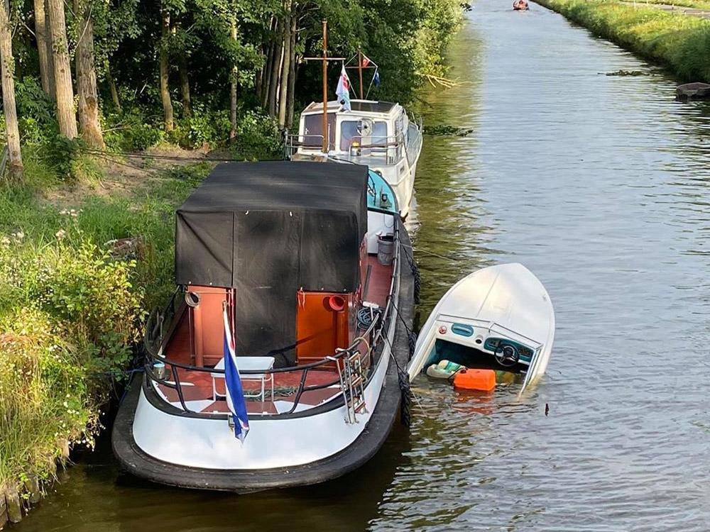 Speedboot zinkt na aanvaring met kruiser