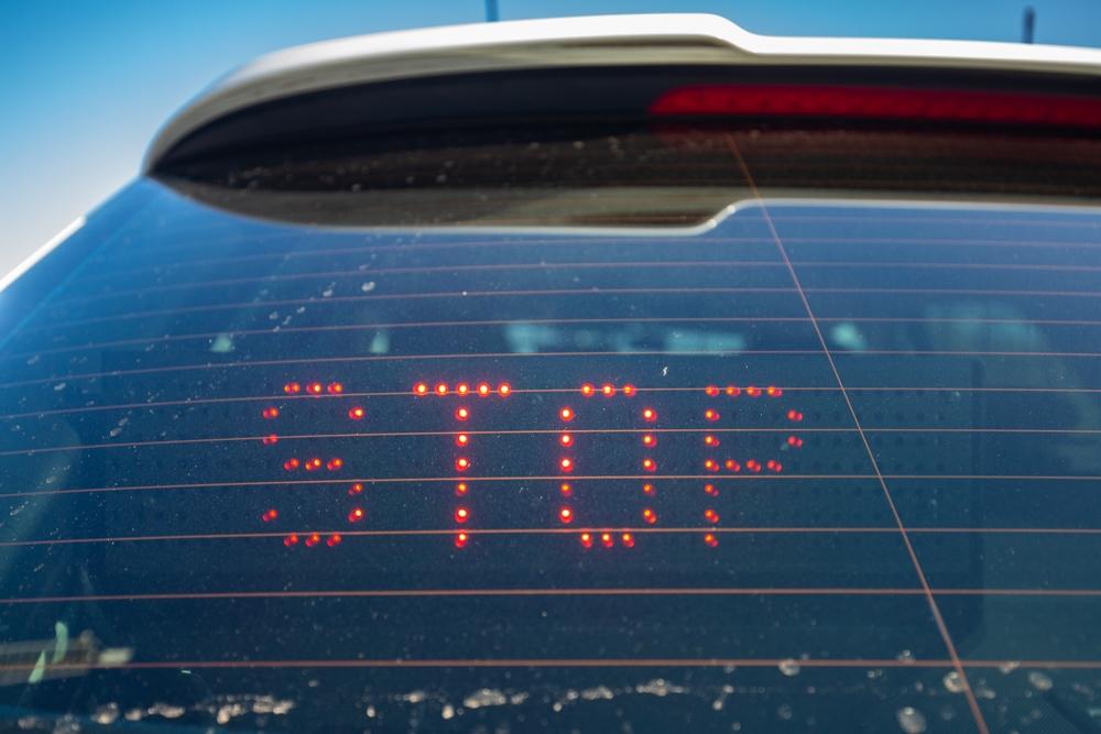 Grouster maakt veel te veel lawaai met auto