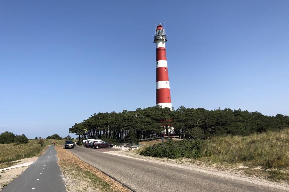 Ruzie tussen twee groepen op strand: één gewonde