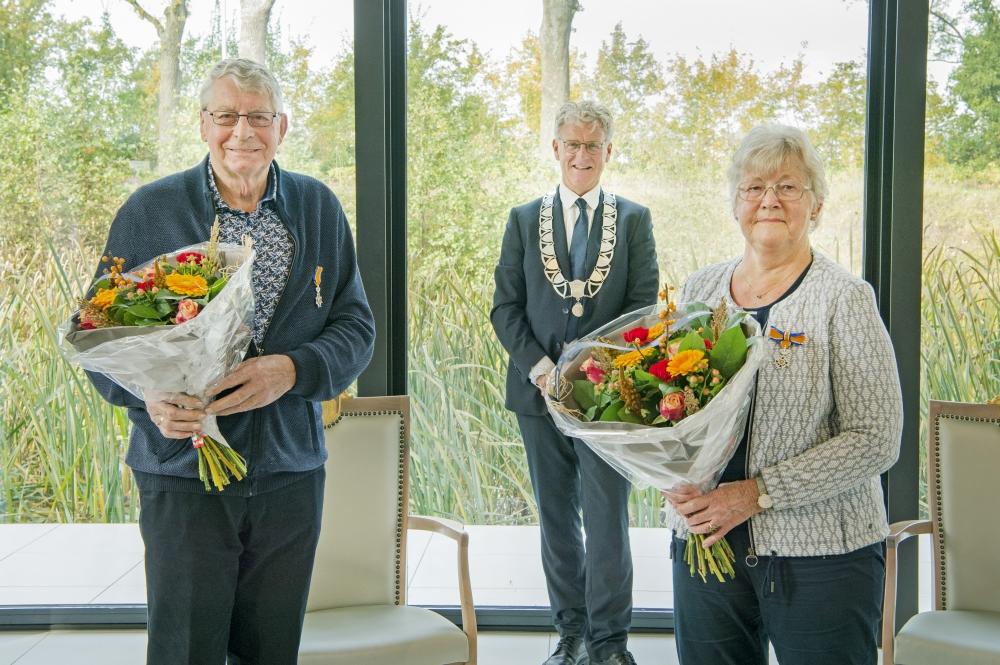 Onderscheiding voor echtpaar Land uit Surhuisterveen
